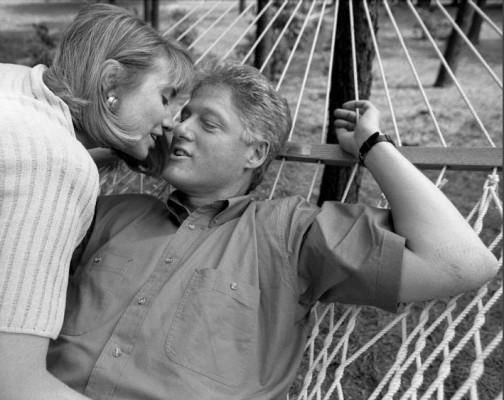 Поцелуй Билла и Хилари Клинтон