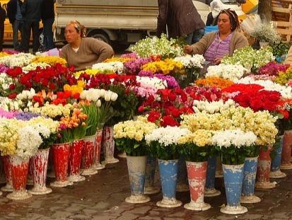 Продажа цветов к праздникам