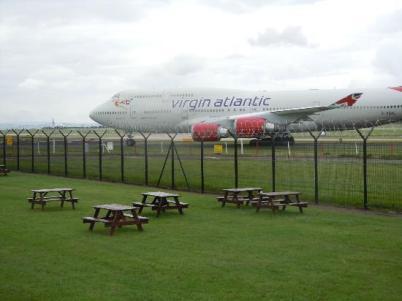 Парк рядом с аэропортом Манчестера