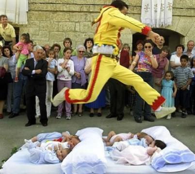 Фестиваль 'Прыжок через детей'