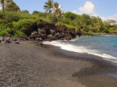 Пляж с черными песками Хонокалани, Мауи