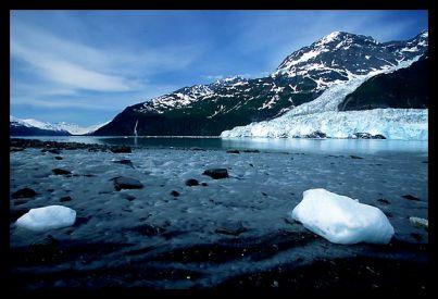 Пляж с черными песками, залив Принц Уильям Саунд, Аляска