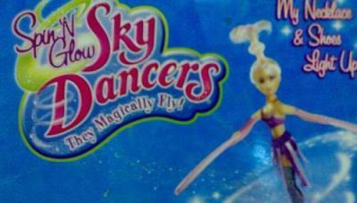 Танцующая в небе летающая кукла