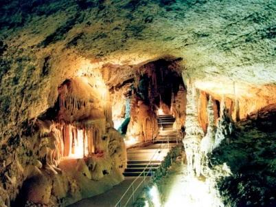 Спуск в Мраморную пещеру