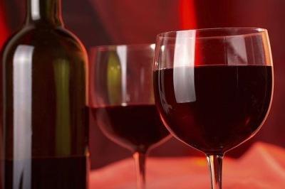 Сухое красное вино.