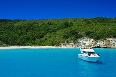 Пляж Вутуми на Антипакси